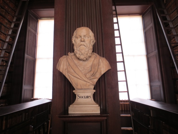 Busts of the great philosophers all along the aisles
