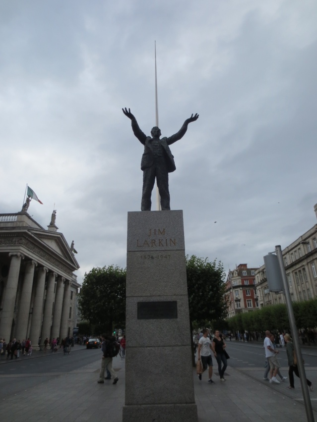 Statue inspired by a great historical picture of Jim Larkin
