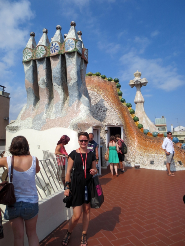 Tiril on the roof. You can tell it's Gaudi, of course, but it's still worth checking all the buildings. ALL THE BUILDINGSSSSS!!!