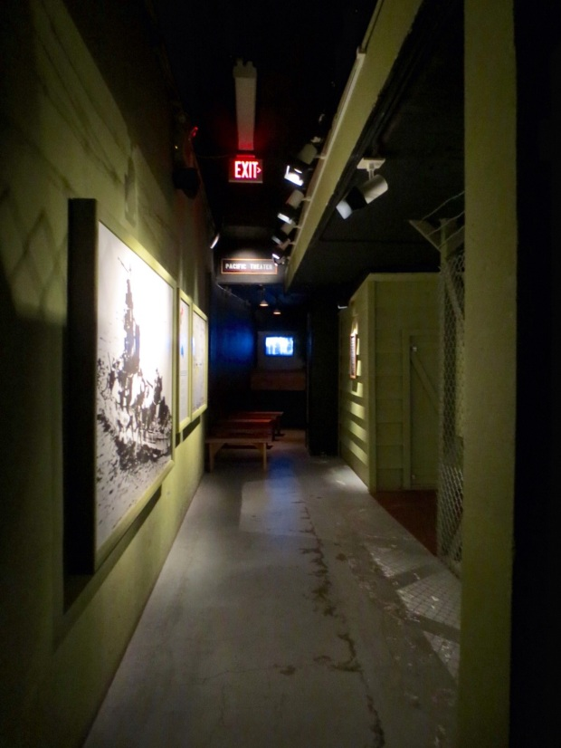Theres even a back alley IN the museum... probably cause they couldn't fit it all in front :-P