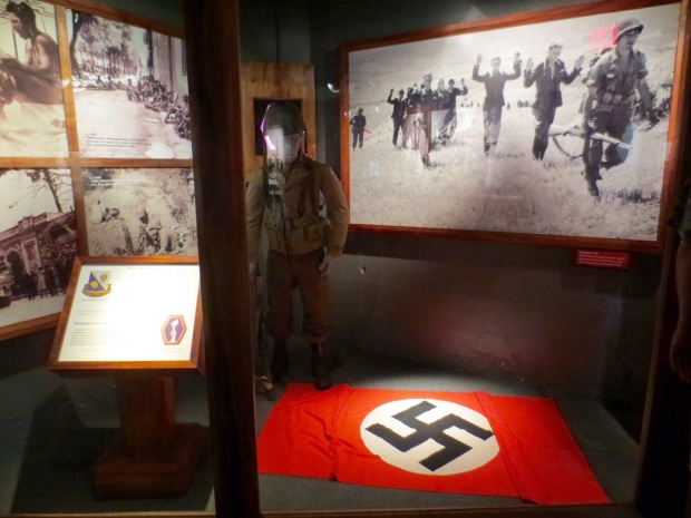 Here comm ze nazis!