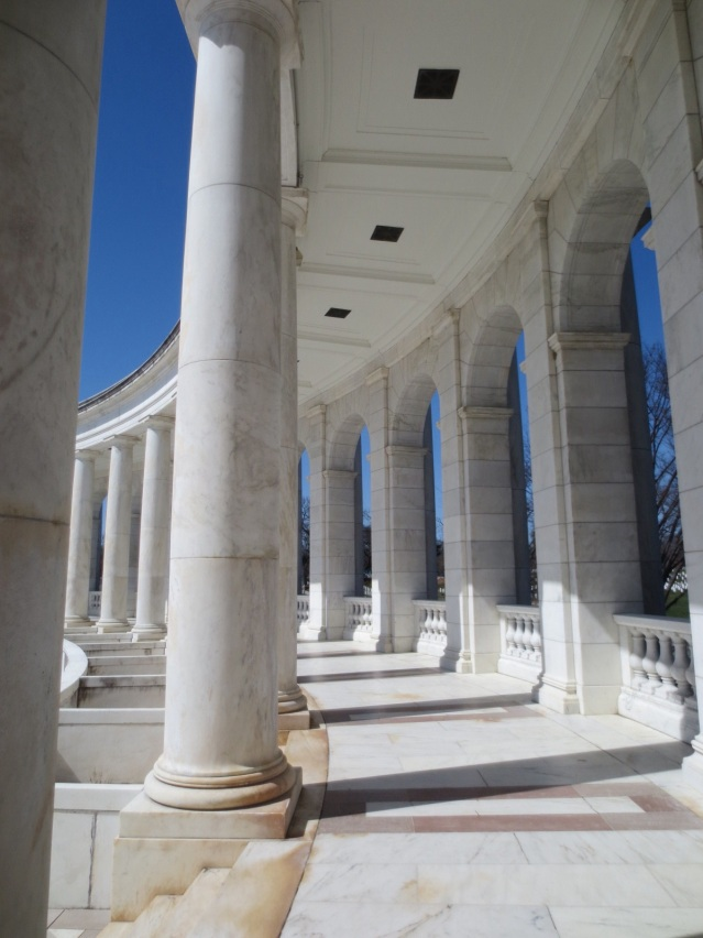 The building surrounding the graves of the Unknown Soldiers