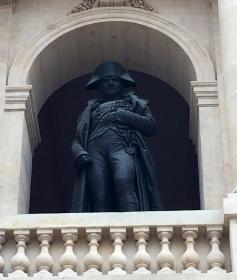 Napolon guarding his own grave #Tombception