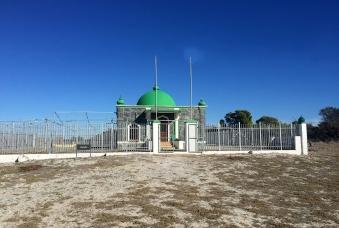 Moturu Kramat (1969) built to commemorate Sayed Abdurahman Moturu, Prince of Madura.