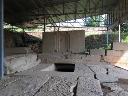 Tomb of the False Dooooor