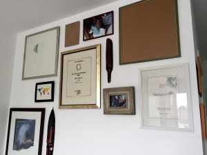 Why add pictures to the frames when you can just hang them in a neat way? #Efficiency
