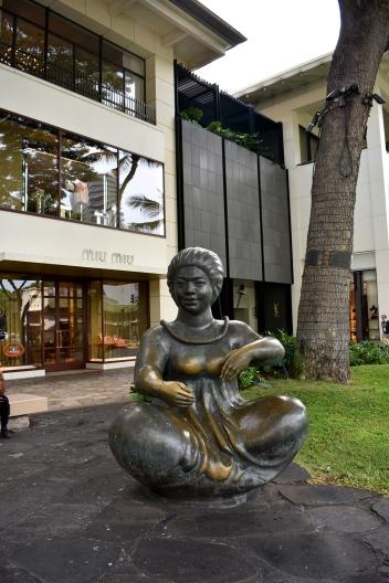 Statue of traditional Hawaiian woman in Waikiki